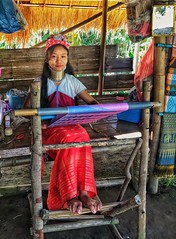 Karen tribe (Longneck) woman weaving (ValterB) Tags: karen chiangrai foot feet blue smile tribal tribe village long neck rings brass red weaving weave beauty color colors travel thailand woman iphone valterb