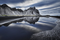 Vestrahorn Islande (EtienneR68) Tags: landscape bleu blue colors eau hills mer montagne mountain nature paysage vestrahorn stokksnes reflet reflection voyage water travel marque a7r3 a7riii sony pays iceland islande type longexposure