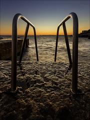 Cap de Nice... (Dany-de-Nice) Tags: france cotedazur frenchriviera alpesmaritimes 06 nice capdenice eau water mer sea méditerranée borddemer seaside échelle ladder ciel dégradé gradient sky soleilcouchant sunset crépuscule twilight hdr 6d 1635mm