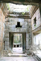 Angkor_Phimeanakas_2014_02