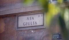 Via Giulia, Roma (ako_law) Tags: 135 200asa 35mm analog c41 canoneos300 color colour epsonperfectionv850pro farbnegativ film kodak kodakfb2006 labdeveloped laborentwicklung