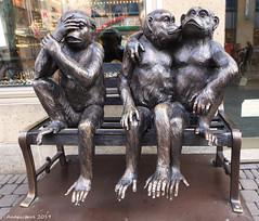 Smile on Saturday - threesame (Anapicture) Tags: dreiaffen köln figuren smileonsaturday threesame statuen statues threemonkeys