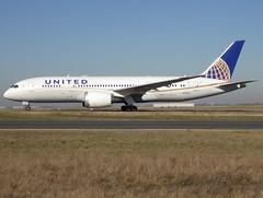 N28912, Boeing 787-8 Dreamliner, 34828 / 186, United Airlines, fleet # 0912, CDG/LFPG 2019-02-15, taxiway Bravo-Loop. (alaindurandpatrick) Tags: n28912 boeing boeing787 boeing7878 boeing7878dreamliner 787 7878 788 dreamliner 34828186 ua ual unitedairlines airlines airliners jetliners cdg lfpg parisroissycdg airports aviationphotography