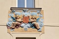 Prager Fassadendetails - 28 (fotomänni) Tags: prag praha prague kunst art reisefotografie statue skulpturen skulptur sculpture manfredweis