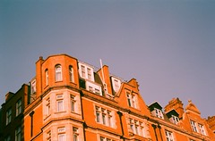 Victorian (Jim Davies) Tags: canon 90uii compact konica vx200 film filmfilmforever analogue photography veebotique 35mm 35mmfilm colourfilm c41 expired colour color uk england 2018 may london architecture camden hardexpired expiredfilm oldfilm compactcamera