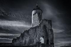 Bruay Donjon (JLM62380) Tags: bruay donjon bruayenartois château castle tour tower ciel monochrome sky wall mur france hautsdefrance
