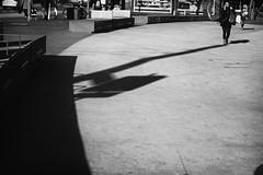 OKSF 258 (Oliver Klas) Tags: okfotografien oliver klas street streetfotografie streetphotography strassenfotografie streetart streetphotographer streetphoto stadtleben streetlife streetculture urban schwarzweis schwarzweissfotografie blackandwhite monochrom farblos abstrakt dunkel hell grau schwarz weiss black white sw schwarzweiss kunst art künstler kultur deutschland germany stadt city europa deutsch staat westdeutschland ostdeutschland norddeutschland süddeutschland personen people menschen persons volk familie angehörige bewohner bevölkerung leute europäer mann frau gesellschaft menschheit mensch völker schatten de