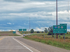 US-18 & I-35 Exit, 28 Aug 2018 (photography.by.ROEVER) Tags: roadtrip trip jobinterviewtrip august 2017 august2017 road highway drive driver driving driverpic ontheroad interstate i35 interstate35 freeway sign bgs biggreensign us18 highway18 cerrogordocounty iowa ramp interchange junction exit usa