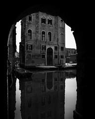 (Eirik Holmøyvik) Tags: sony a7r2 batis2818 zeiss e architechture venice venezia canal
