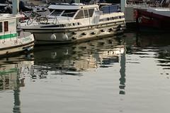 Boats (gripspix (Easter Break 4 Family)) Tags: 20180927 chalonsursaône bourgogne burgund burgundy france frankreich jachten boote ships reflections reflexionen spiegelungen