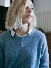 P1000677 (rozenn.rgr) Tags: lumixgx80 lumixgx85 lumixg panasonic 25mm 25mmf17 girl blond blondgirl portrait face regard féminin bluemood brest bretagne gx80 autoportrait woman