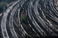 linee curve (duegnazio) Tags: italia lazio roma nomentana rotaie binari ferrovia railway riflesso curva montesacro italy rome
