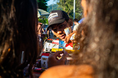 """""""Sim, tem varejo!"""" Rio de Janeiro, Brasil (MUDILANE) Tags: riodejaneiro rio carnaval2019 people fun colors local brasil leica mlazarevphoto photography city rj carioca street"""