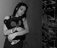 Need a real hugs, ...where're you friends (BenoitGEETS-Photography) Tags: caro alone seule hugs gâté amitié bn bw noiretblanc nikon nikonpassion nb câlin 2470 tamron coin corner teddybear teddy nounours ours ourson portrait