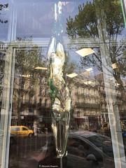 corps-à-l'envers-encadré© (alexandrarougeron) Tags: photo alexandra rougeron paris urbain ville flickr