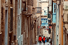 Red (Rosetta Bonatti (RosLol)) Tags: malta rosettabonatti roslol street streetphotography lavalletta people girls candid architecture architettura vicolo narrow red rosso