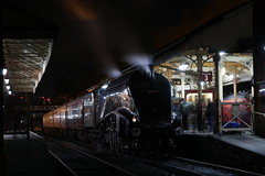 60009 At Bury (Derbyshire Harrier) Tags: bury 2018 steamengine lner preservedline lancashire eastlancashirerailway longexposure lnera4class462no60009unionofsouthafrica 60009 unionofsouthafrica evening buryboltonstreetstation railway a4 people semaphoresignals