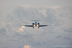 Gulfstream G550, M-FISH (www.il-photography.ch) Tags: berge bernbelp businessjet g550 gulfstream lszb mfish anflug pistenachse airplane plane flying switzerland