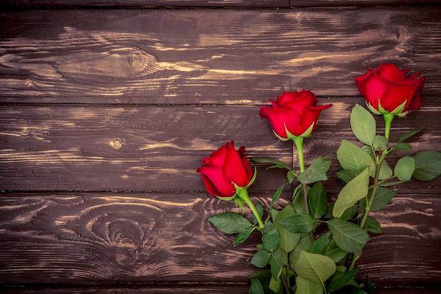 Обои букет, red, wood, romantic, roses, красные розы картинки на рабочий стол, раздел цветы - скачать