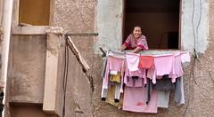 Roupa Rosa (fabian.kron) Tags: egito egypt janela window alexandria clothes clothesline varal mulher woman pink rosa simpatia sympathy job