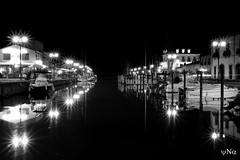Le port (ynatentive) Tags: marseilllan bynight port bateaux boats barques auborddeleau lumieres lights harbor herault occitanie puerto bnw blancoynegro blancetnoir monochrome instabnw yna canon700d nuit