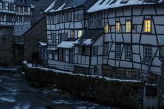 Monschau an der Rur (Frank Güldner) Tags: monschau städte altstadt fachwerkhäuser nachtaufnahme