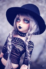 What a great day to be witchy (Chantepierre) Tags: bjd balljointeddoll balljointed doll fairyland minifée minifee céline celine fc fullcusto full custo custom chantepierre ladicius legit legitdoll goth gothic modern witch