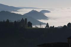 La costiera urbinate (svlsrg) Tags: svlsrg urbino marche italia nebbia mattino morning fog
