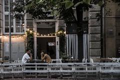 Just a coffee (Natalia Lozano) Tags: coffee coffeeshop calle city ciudad street streetphotography poland polonia warsaw varsovia couple pareja light lights luces