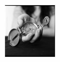 Compass (necesitotratamiento) Tags: film sl66 hp5 rodinal compass bw noiretblanc