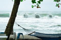 Laisse aller/Let it go/Koppla av/Relajate (Elf-8) Tags: sea tropical tropics wave beach carribean costarica vacations relax hammock