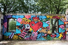. (just.Luc) Tags: colors couleurs kleuren farben colours urbanart streetart graffiti bordeaux gironde nouvelleaquitaine france frankrijk frankreich francia frança darwin muur mur mauer wall paint verf peinture heart coeur herz hart