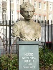 UK - London - Bloomsbury - Gordon Square Garden - Bust of Noor Inayat Khan (JulesFoto) Tags: uk london england southbankramblers bloomsbury bust noorinayatkhan