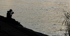 El Lector. (vini vidi vinci) Tags: contraluz agua rio retrato tranquilidad