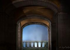 Arcos misteriosos (agalayo) Tags: arcos luz niebla iluminación palacio madrid real patio