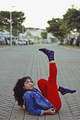 Cherry Coke (TheJennire) Tags: photography fotografia foto photo canon camera camara colours colores cores light luz young tumblr indie teen adolescentcontent retro 90s 80s fashion redandblue jeans curlyhair 2018 sp sãopaulo brasil brazil makeup ootd outfit summer socks