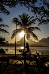 Passeando na Lagoa - Rio de Janeiro (mariohowat) Tags: lagoarodrigodefreitas riodejaneiro sunset pôrdosol entardecer natureza bicicleta brasil canon na
