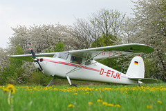 Waiting for it´s next journey ... Cessna 172 (D-ETJK) at Winningen Airport, Germany (Martin Bärtges) Tags: flugzeug plane cessna airport winningen colorful farbenfroh drausen outdoor outside germany moselregion wait waiting nikon d200 nikonfotografie nikonphotography planespotting