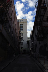 Bright Skies over a Dark Alley (JB by the Sea) Tags: sanfrancisco california february2019 urban chinatown grantavenue grantstreet