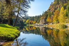 Lago Smeraldo (Alessandro Casagrande Photographer) Tags: natura passeggiata verde giallo colori alberi trentino smeraldo lago specchio autunno