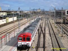 Tren de Cercanías de Renfe (Línea C-3) a su paso por VALENCIA (fernanchel) Tags: renfe adif valencia spain c3 поезд bahnhöfe railway station estacion ferrocarril tren treno train rodalies cercanias