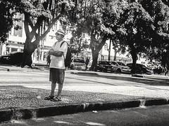 quase desistindo (lucia yunes) Tags: cenaderua fotografiaderua fotoderua homem espera bw streetphoto streetshot streetphotographie streetscene lifestreet streetlife lifeinstreet waiting mobilephotography mobilephoto luciayunes motoz3play