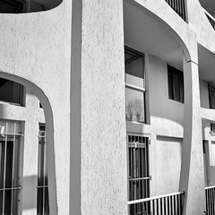 basse fréquence (fred9210) Tags: sud grande motte style architecture grafic monochrom zeiss 25mm design 70s concrete