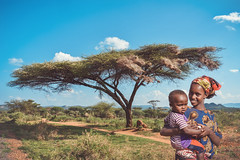 Acacia (u c c r o w) Tags: mimosa acacia akasya tree ethiopia ethiopian outdoor landscape nature outside blue sky portrait mother baby child africa african people