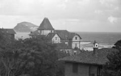 Somewhere seaside (Arne Kuilman) Tags: lostandfound zimmermans photos photonotmine scan v600 epson holiday found gevonden leica negatives