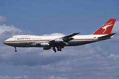 VH-EBR Heathrow 24-8-1986 (Plane Buddy) Tags: vhebr boeing 747 qantas lhr heathrow