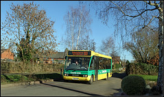 YJ58 CFE, Willoughby (Jason 87030) Tags: countylinks council green yellow optare solo flexibus warks warwickshire 203 proncethorpe jasmine january 2019 carrotcake wheels transport canon trees lady driver wave light sunny weather uk england silver birch transportation local lunchtime
