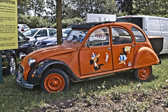 Citroën 2CV (7033) (Le Photiste) Tags: clay citroënsagroupepsapeugeotcitroënsaintouenfrance citroën2cv cc frenchautomobile frenchicon simplyorange oddvehicle oddtransport rarevehicle tullnaddonauaustria austria funnyvehicle mostrelevant mostinteresting perfectview afeastformyeyes aphotographersview autofocus artisticimpressions alltypesoftransport anticando blinkagain beautifulcapture bestpeople'schoice bloodsweatandgear gearheads creativeimpuls cazadoresdeimágenes carscarscars canonflickraward digifotopro damncoolphotographers digitalcreations django'smaster friendsforever finegold fairplay fandevoitures greatphotographers groupecharlie peacetookovermyheart clapclap hairygitselite ineffable infinitexposure iqimagequality interesting inmyeyes livingwithmultiplesclerosisms lovelyflickr myfriendspictures mastersofcreativephotography niceasitgets photographers prophoto photographicworld planetearthbackintheday planetearthtransport photomix soe simplysuperb showcaseimages slowride simplythebest thebestshot thepitstopshop theredgroup thelooklevel1red themachines vividstriking wow wheelsanythingthatrolls yourbestoftoday simplybecause