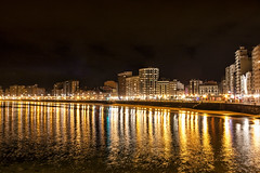 Noche cerrada (lebeauserge.es) Tags: gijón asturias mar noche playa agua litoral arquitectura ciudad casas edificios