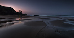 Between light and darkness (Traezh) Tags: aube dawn bretagne france brittany sea seascape mer sable sand plage beach littoral coat coastline rivage finistère brest plouzané lighthouse phare light lanterne camaret matin morning sérénité serenity